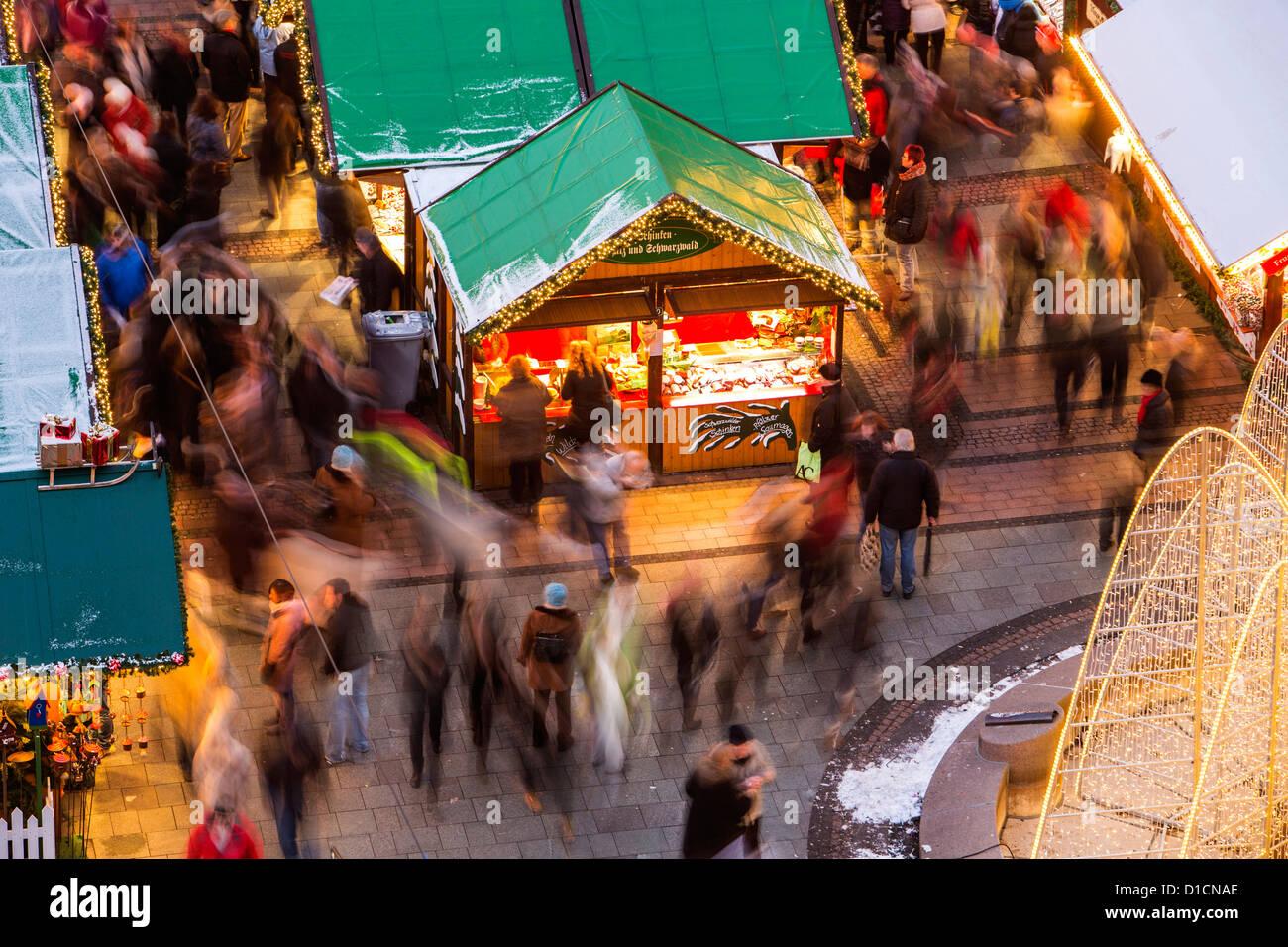 Mercatino di Natale nel centro della città di Essen, Germania, Europa Immagini Stock