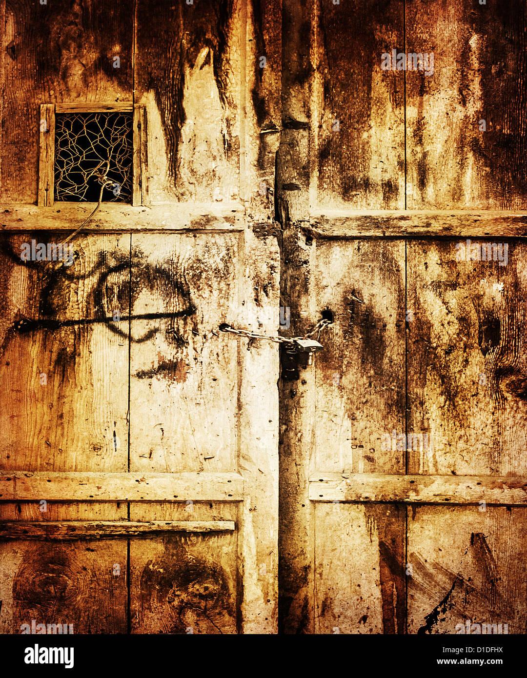 Immagine di un vecchio legno porta sporca sfondo, stile retrò foto, grungy ingresso in aula, porta bloccata, Immagini Stock