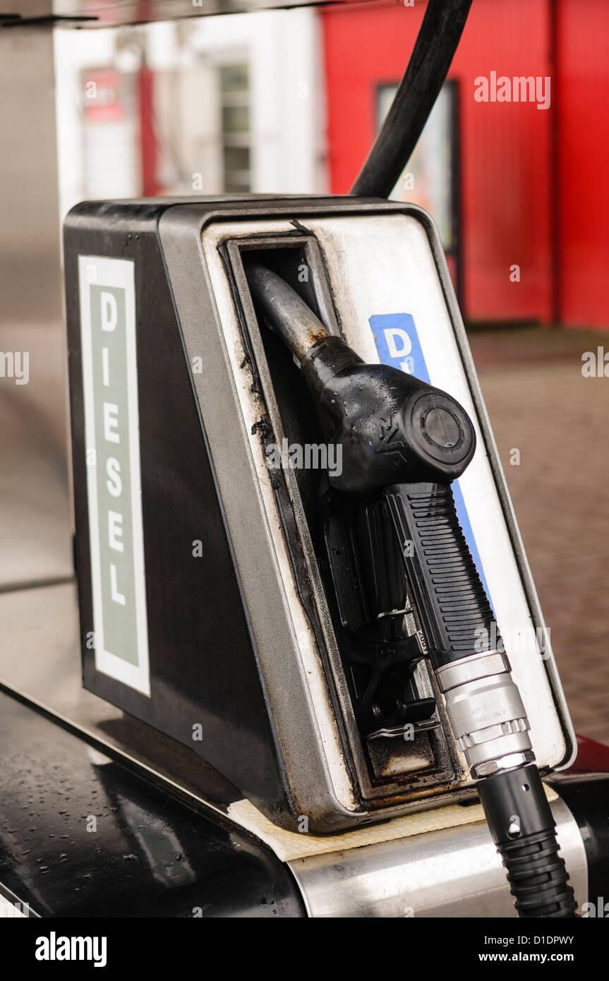 Pompa del gasolio in corrispondenza di una stazione di riempimento Immagini Stock