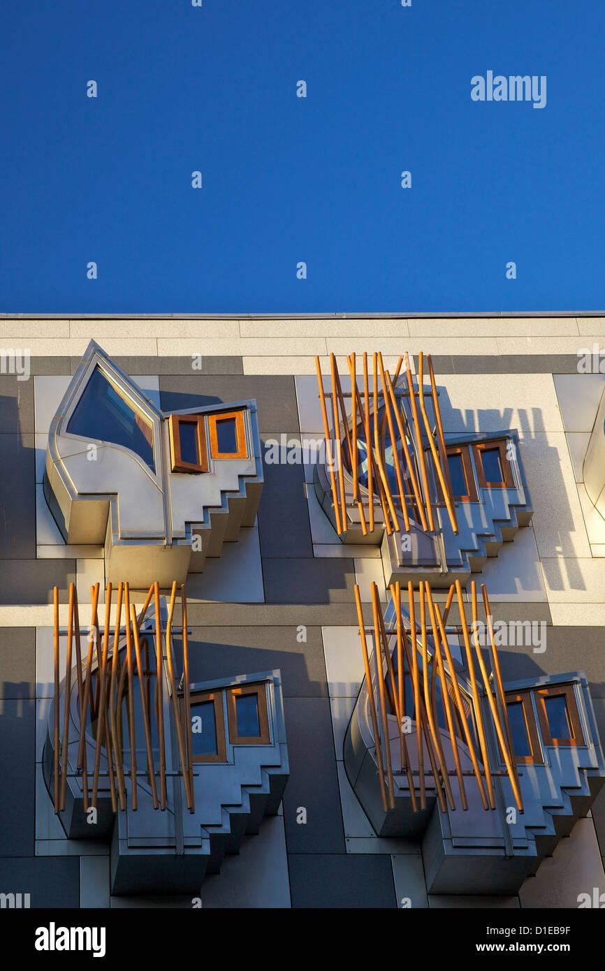 Esterno del nuovo edificio del parlamento scozzese, architetto Enric Miralles, Holyrood, Edimburgo, Scozia, Regno Unito, Europa Foto Stock