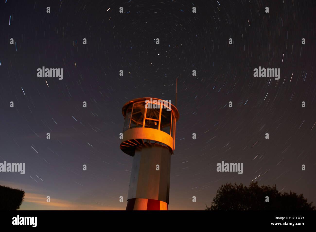 Torre presso l'aeroporto di microlite Sauldorf di notte, Sigmaringen, Baden-Wuerttemberg, Germania, foto aeree Foto Stock
