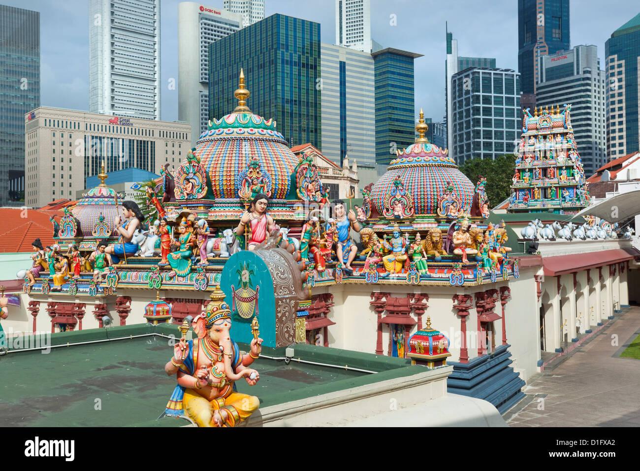 Il tetto del tempio di Sri Mariamman, un stile dravidico tempio in Chinatown, Singapore, Sud-est asiatico, in Asia Immagini Stock