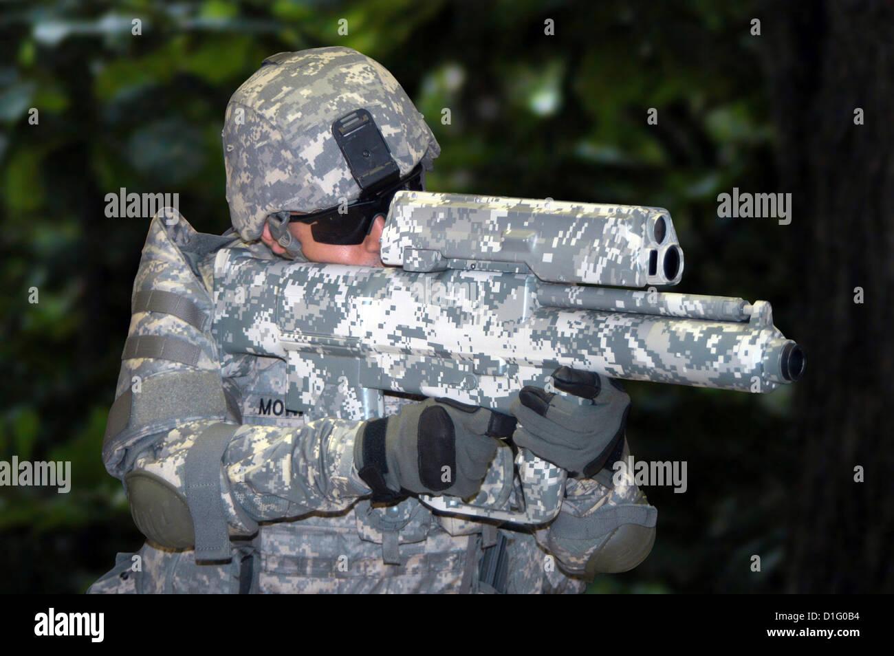 L'XM-25 Counter Defilade target il sistema di impegno e l esercito del primo spallamento smart-sparato arma. Immagini Stock