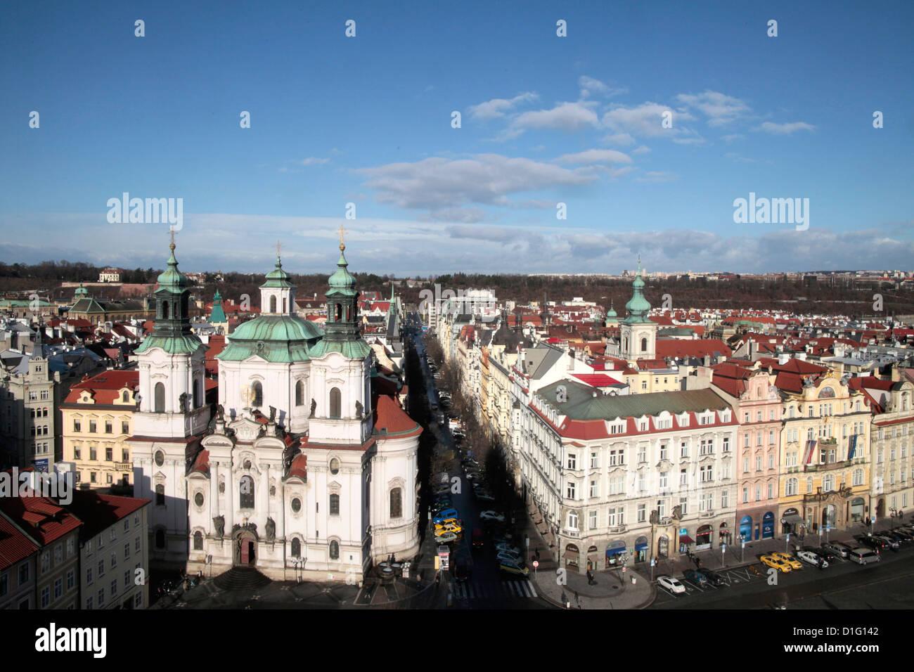 La Chiesa di San Nicola da Town Hall Tower, Praga, Repubblica Ceca, Europa Immagini Stock
