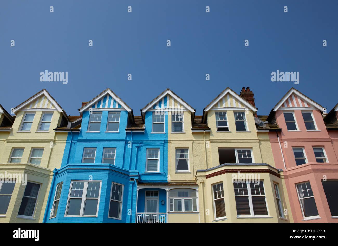 Lungomare di colorate case a Aldeburgh, Suffolk, Inghilterra, Regno Unito, Europa Immagini Stock