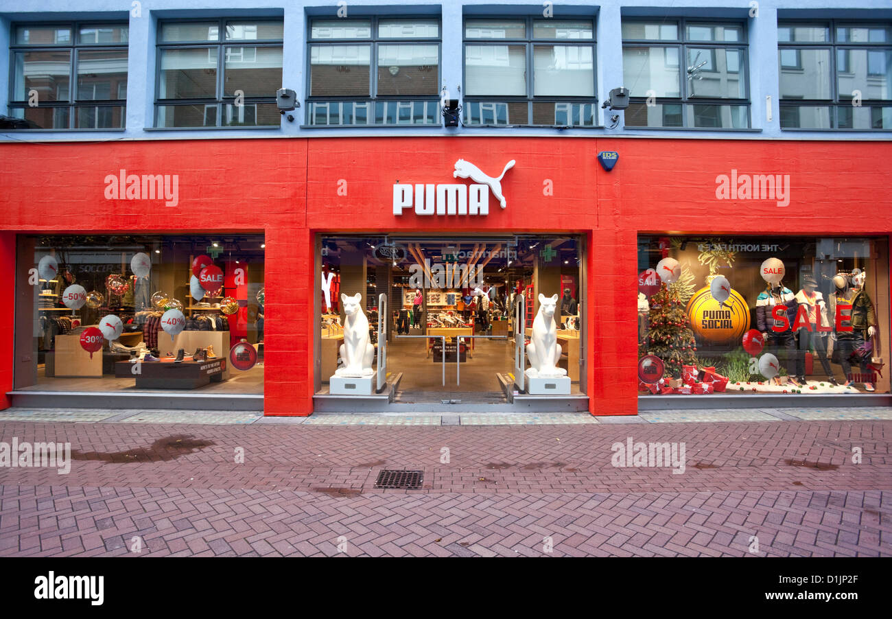 eddbdc3a4e2e6 Puma Shop Immagini   Puma Shop Fotos Stock - Alamy