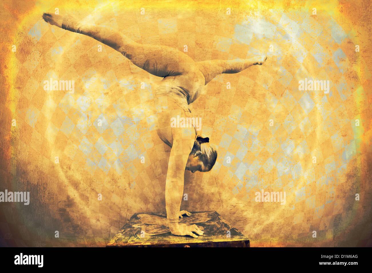Femmina acrobat in un handstand circolare. Foto misto basato su medie dell'immagine. Immagini Stock
