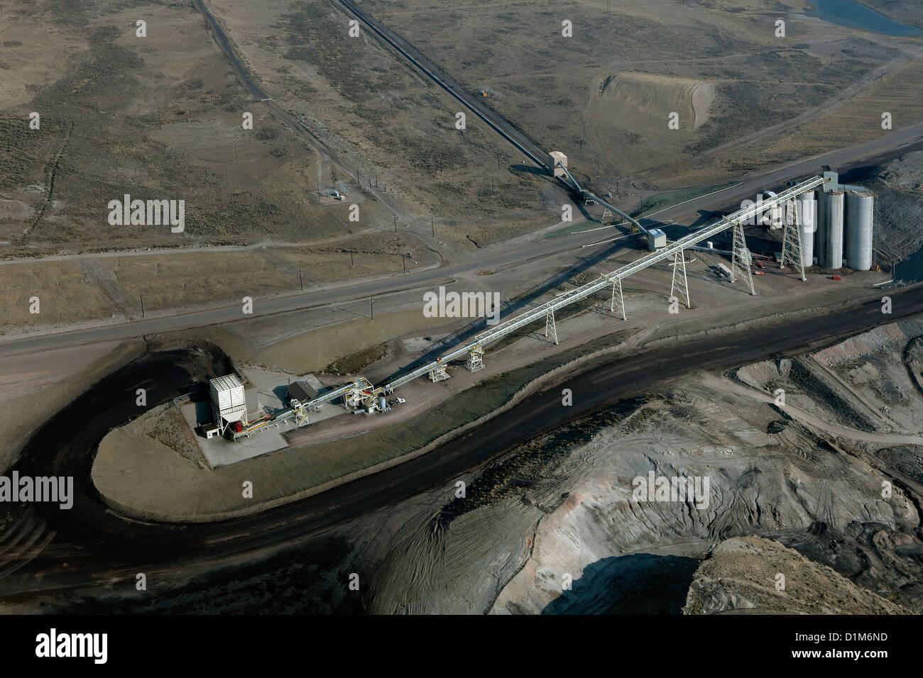Fotografia aerea del carbone il gruppo convogliatore da Westmoreland Coal Company Kemmerer Miniera di Naughton Power Immagini Stock
