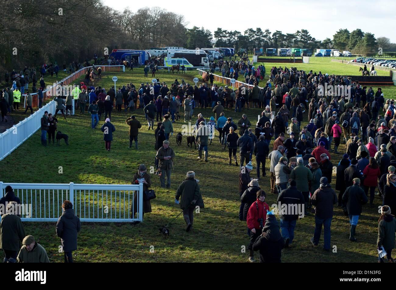 Azione dal punto a punto le corse dei cavalli del Cambridgeshire cacce Harriers Club attrezzatura a Cottenham, vicino Immagini Stock