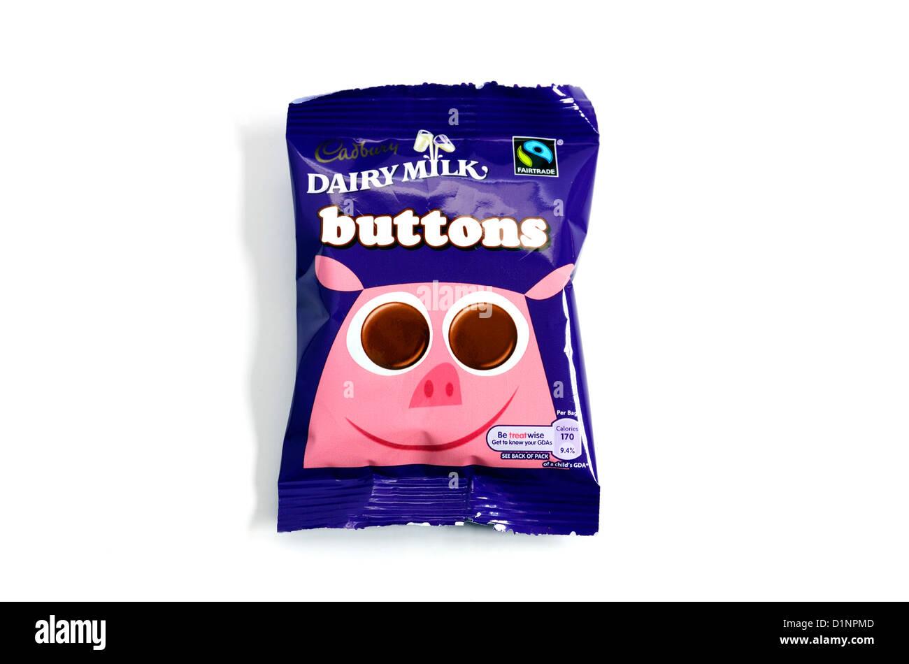 Un pacchetto di cioccolato Cadbury pulsanti Immagini Stock