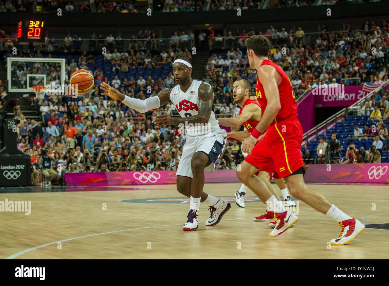 Lebron James (USA) concorrenti in la medaglia d oro di pallacanestro degli uomini di gioco presso le Olimpiadi estive Immagini Stock