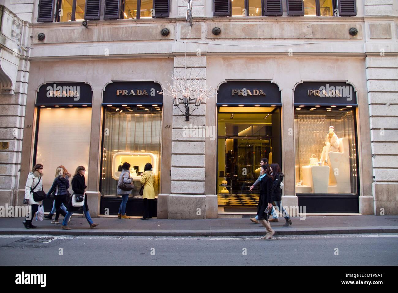 pretty nice d86a3 ae656 Prada store shop Via Condotti Roma Italia carrello Foto ...