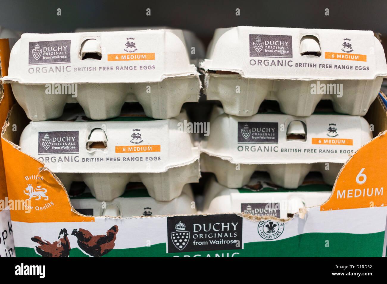 Scatole di intervallo libero le uova organiche a Waitrose negozio di alimentari Foto Stock