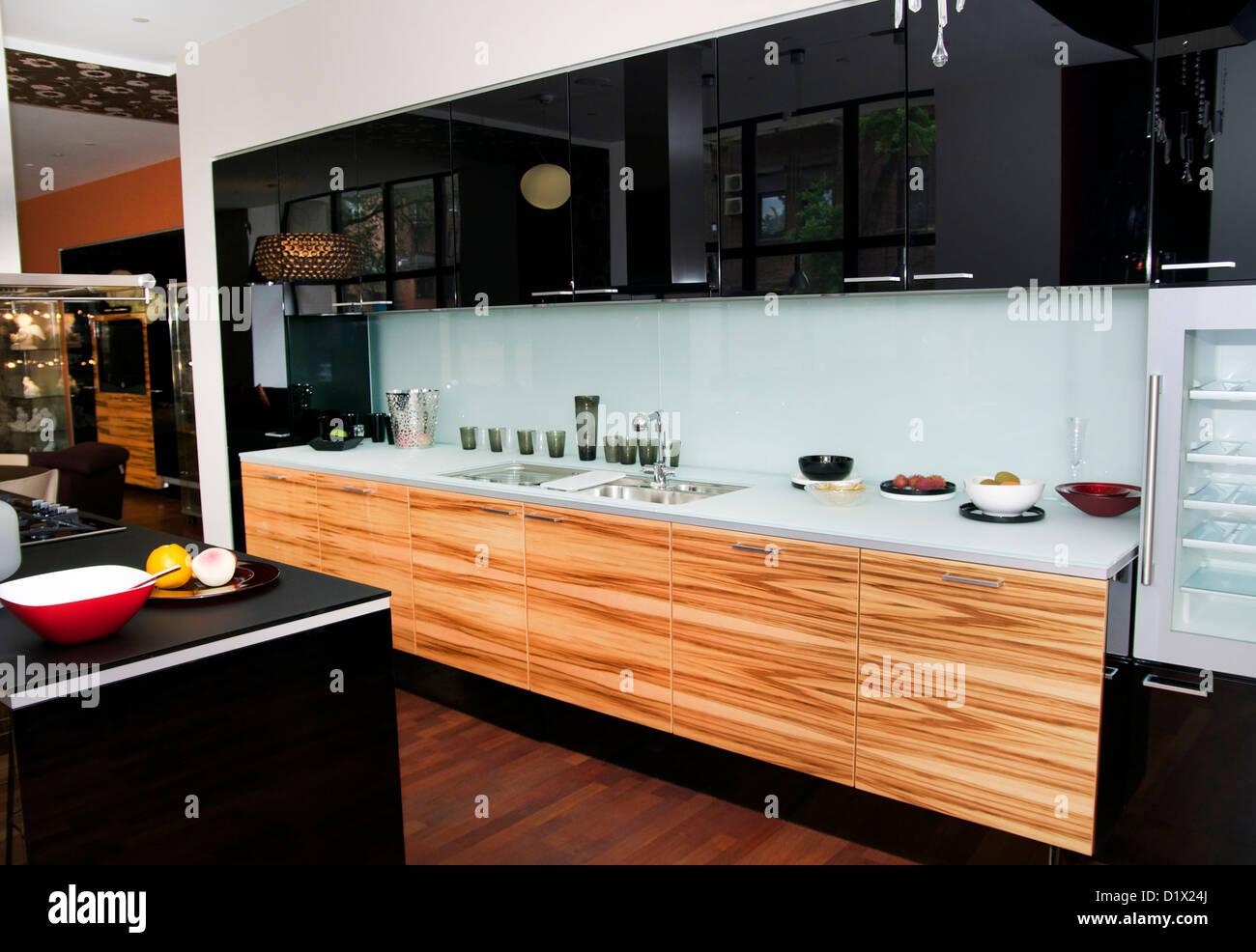 Bellissimi interni con mobili ed elettrodomestici per la cucina Foto ...