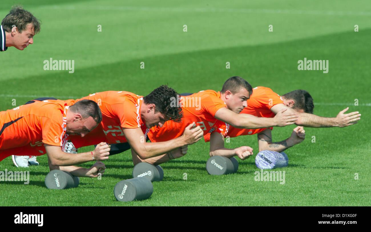 Fitness Coach Andreas Kornmayer (L-R) incarica Franck Ribery, Mario Gomez, Xherdan Shaqiri e Diego Contento sul Immagini Stock