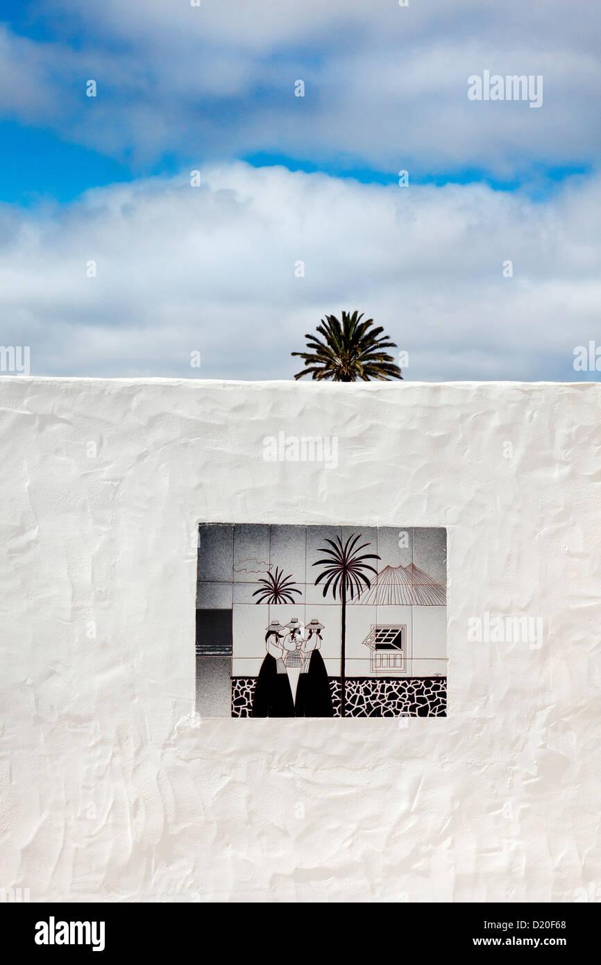 Palm Tree e piastrella immagine, Lanzarote, Isole Canarie, Spagna, Europa Immagini Stock