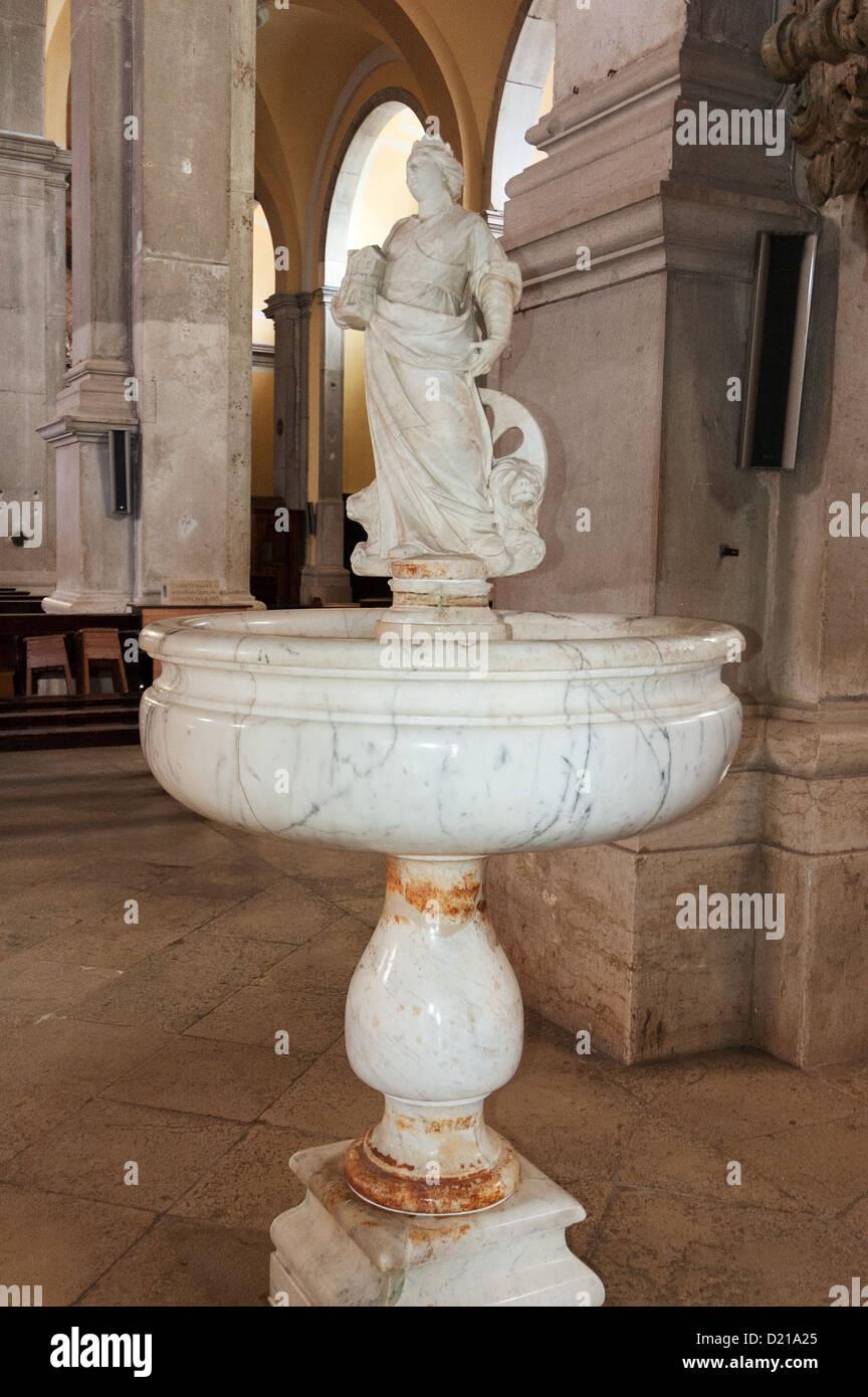 Elk192-1711v Croazia Rovigno, Cattedrale di Santa Eufemia, 1736, fonte battesimale Immagini Stock