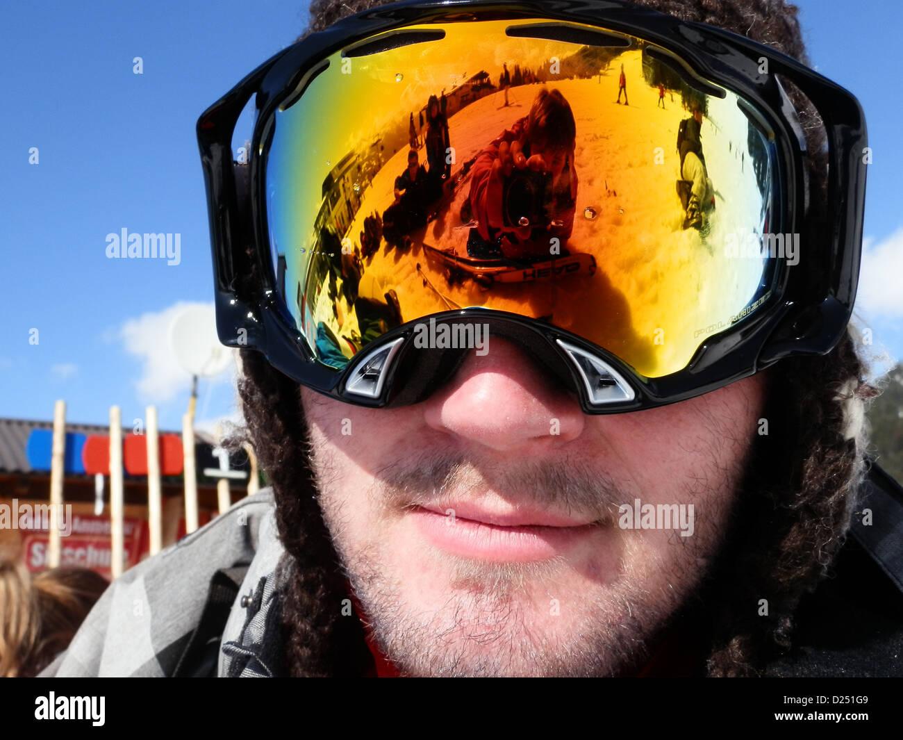 Maschere da sci e una riflessione prese Sciare nelle Alpi austriache, 2012 Immagini Stock