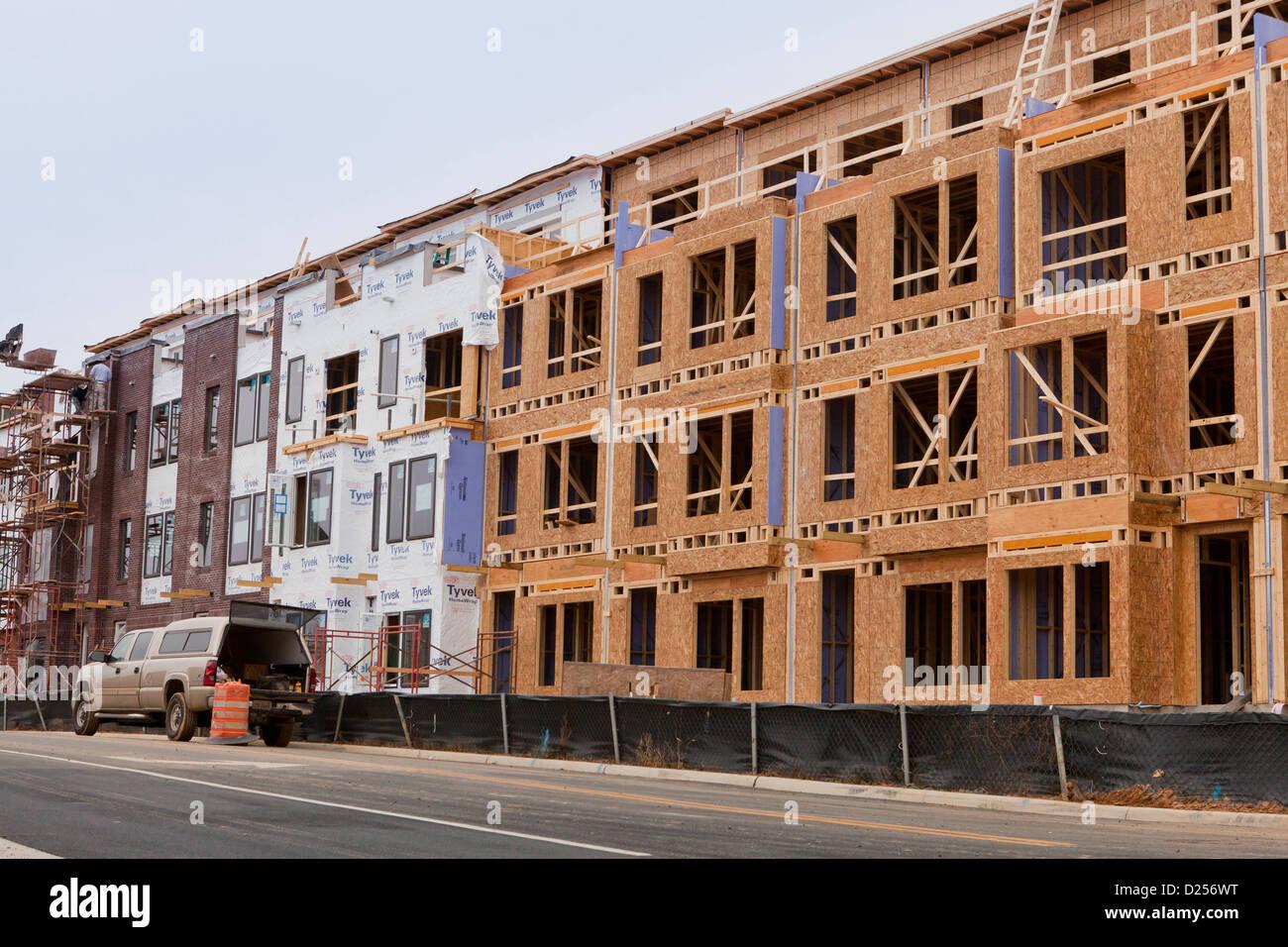 Nuovo multi-unità residenziali costruzione home Immagini Stock