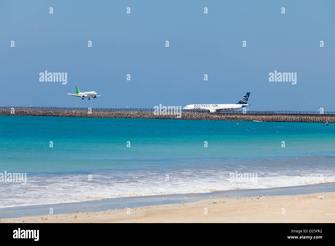 Aeroporto Bali : Bali febbraio piani di sbarco aeroporto di jimbaran beach il