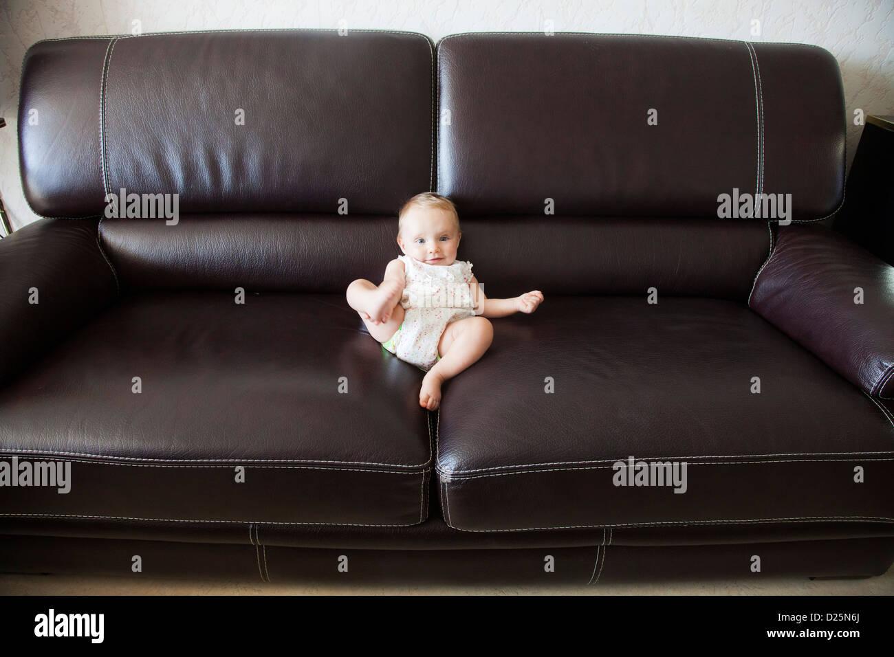 Lunghezza completa interni interni interni Interni interno seduta Sit si trova seduto solo Lonesome singolo 1 individualità Immagini Stock