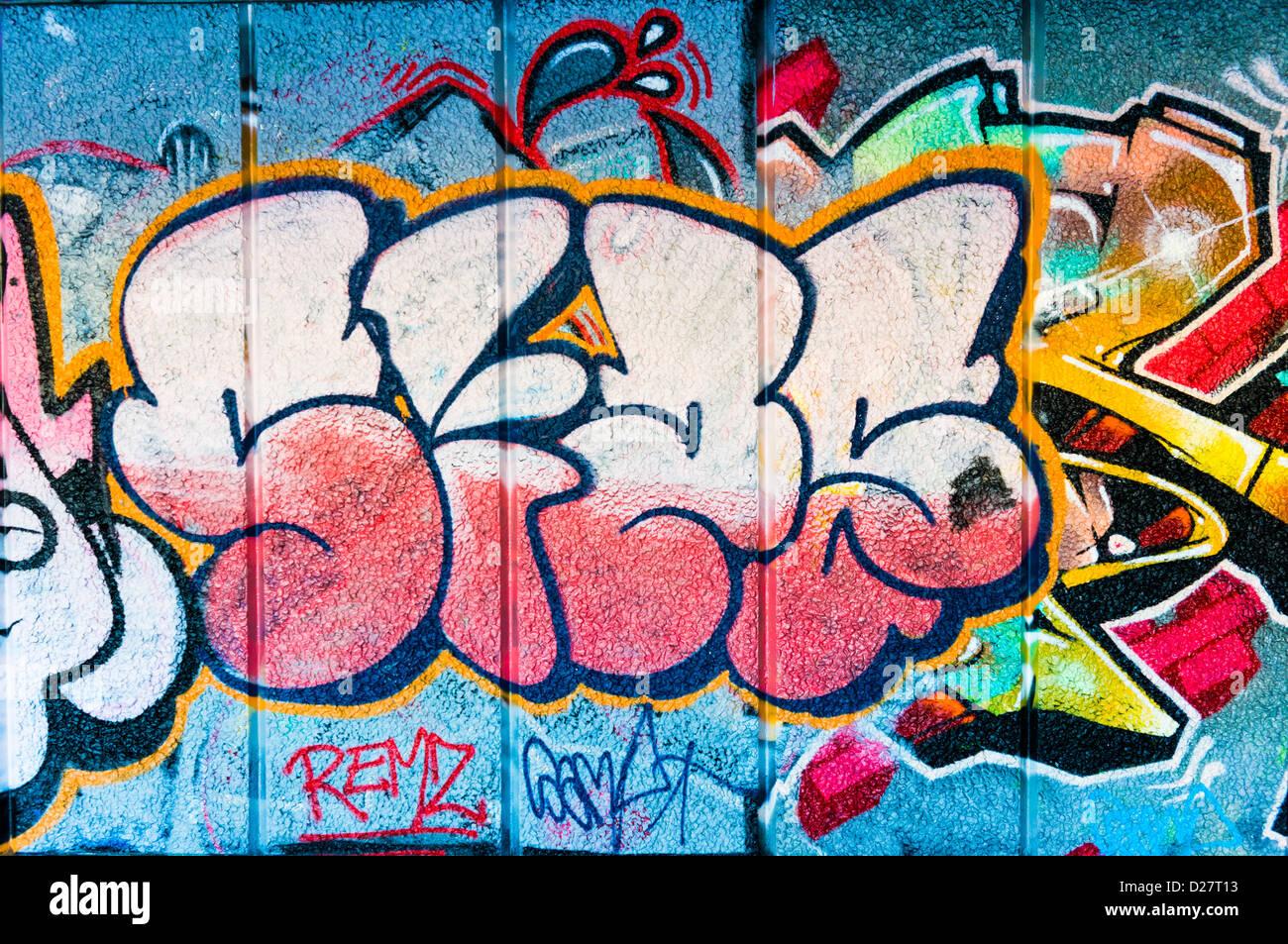 Graffiti street art tag su un muro, REGNO UNITO Immagini Stock