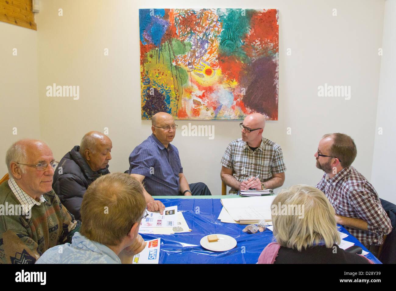 Consultazione del personale e volontari di carità per le persone con problemi visivi (NRSB) come parte di rebranding Immagini Stock