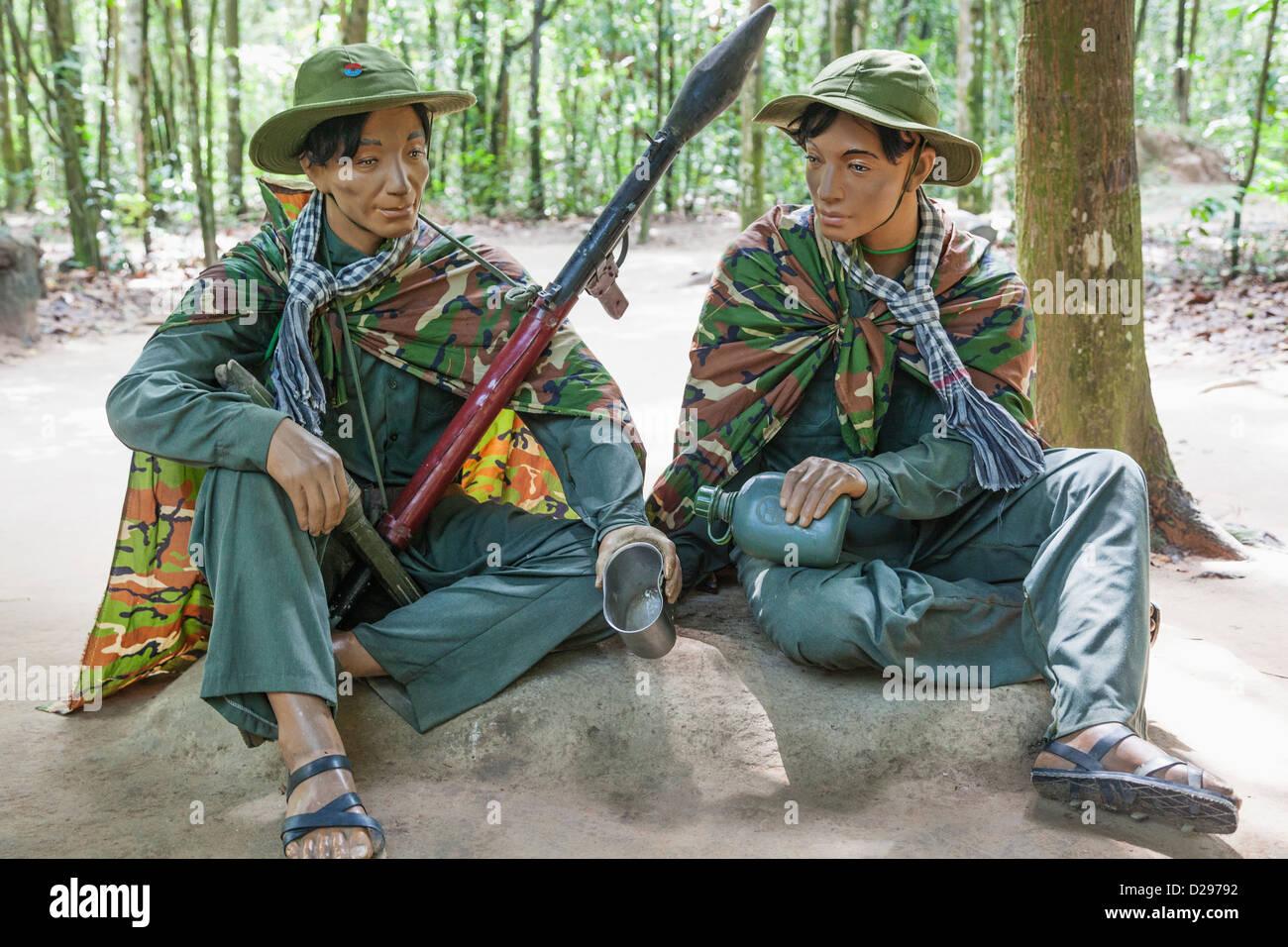 Il Vietnam, Ho Chi Minh City, Tunnel di Cu Chi, presentano dei vietcong Fighters Immagini Stock
