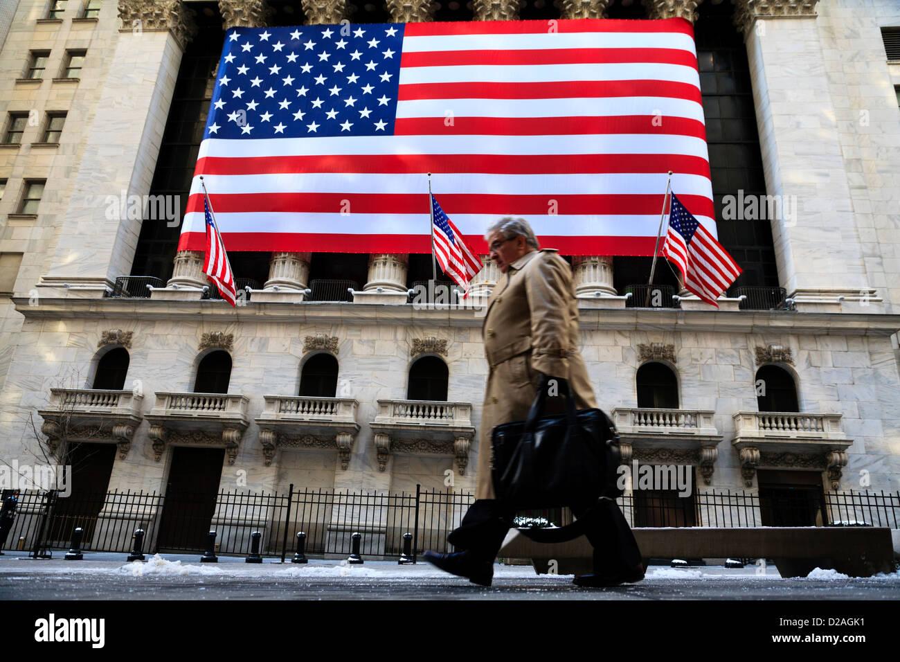 8fa6450a61 Gli imprenditori della Wall Street sono preoccupati come crescono i timori  di davanti del fine settimana le elezioni in Grecia e la crisi si  approfondisce ...