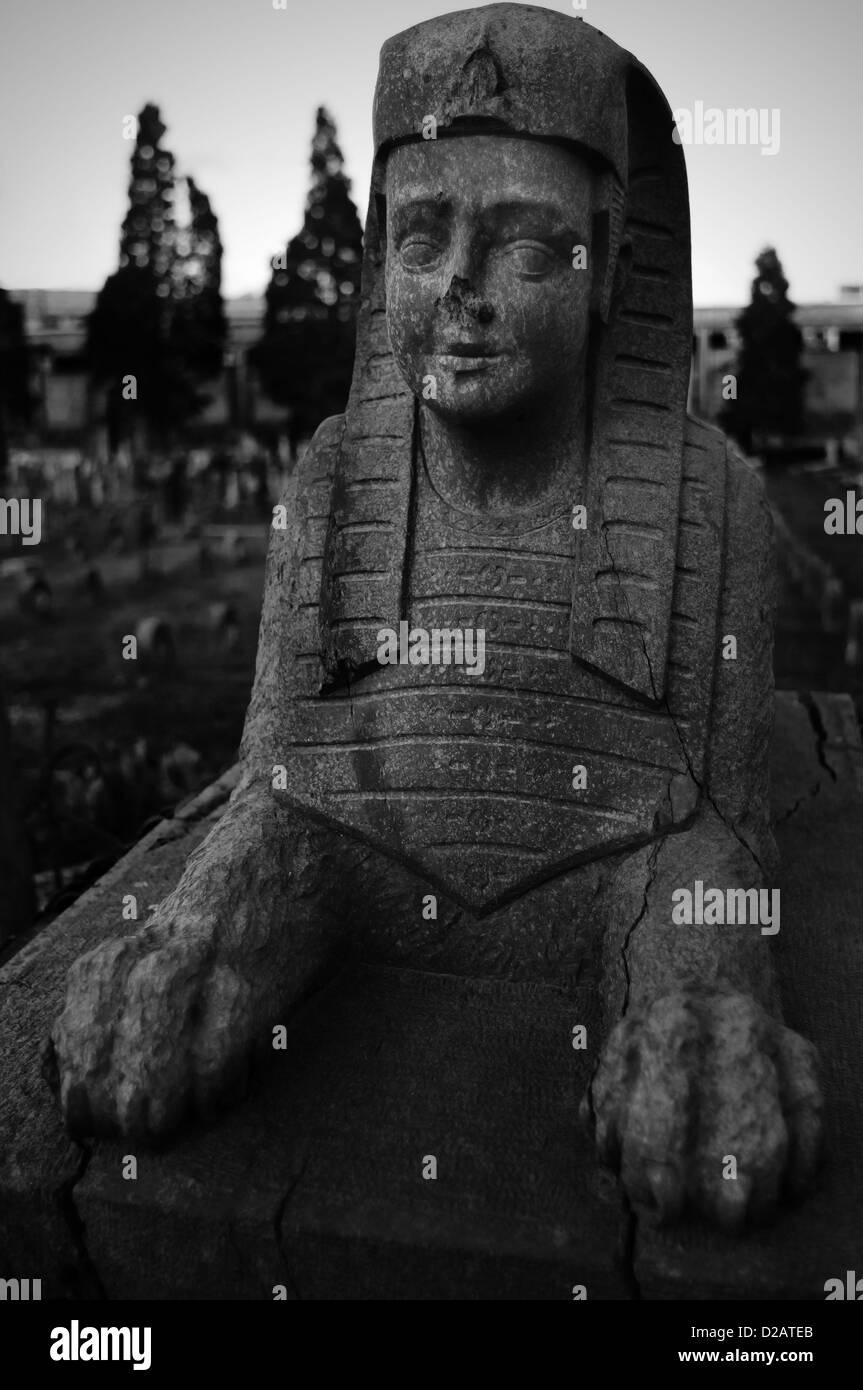 Cimitero, sphinx oggetto contrassegnato per la rimozione definitiva Immagini Stock