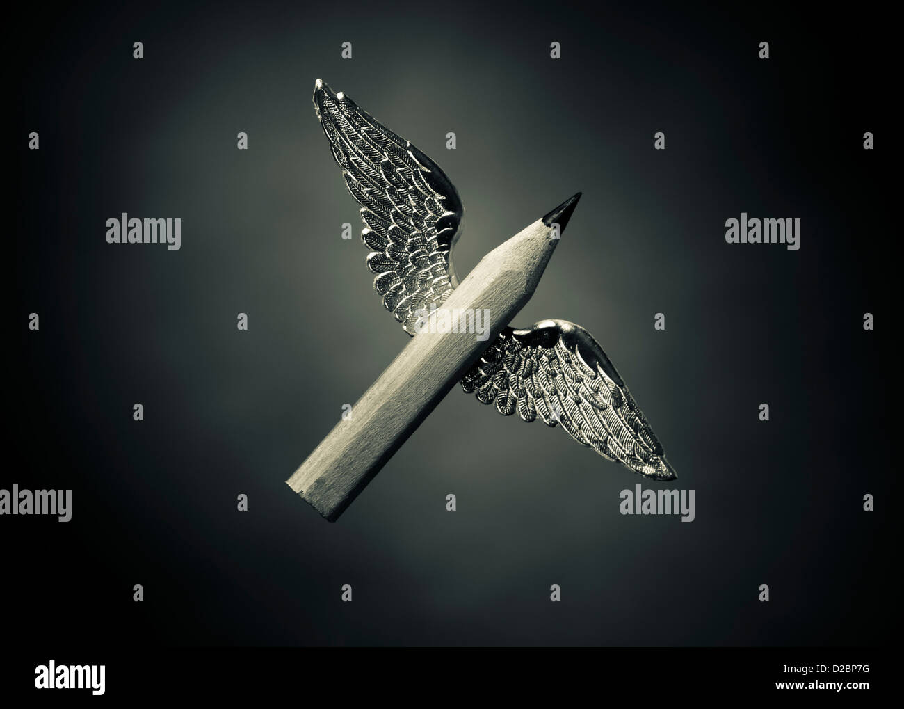 Winged parole - Concetto di scrittura creativa. Un breve matita con le ali. Immagini Stock