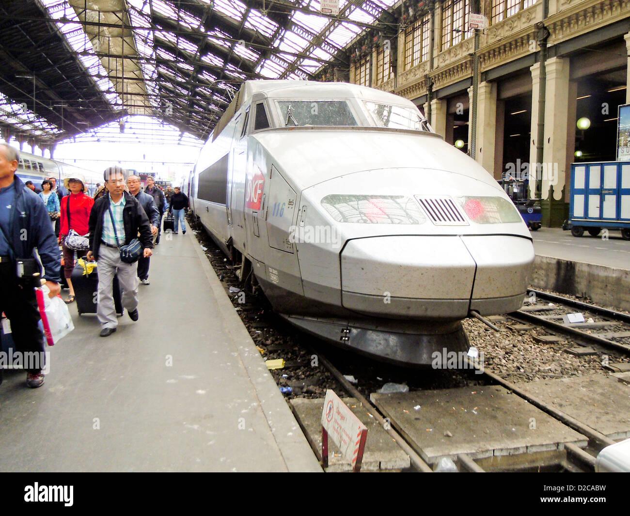 Treno veloce, Parigi, Francia Immagini Stock