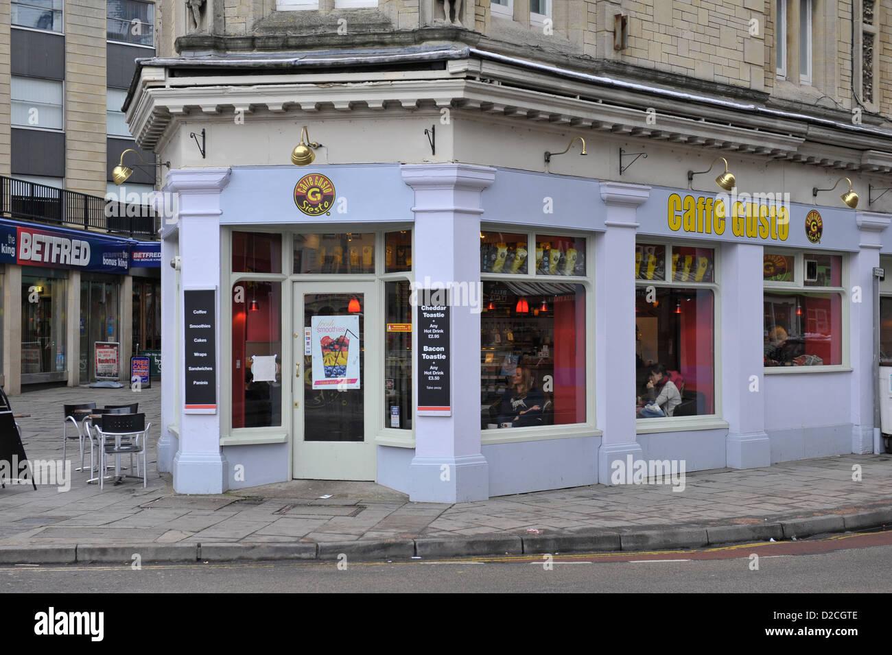 Caffe Gusto negozio di vendita al dettaglio o unità sulla strada del Regno Unito Immagini Stock