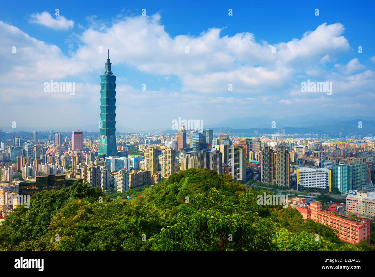 Taipei, Taiwan skyline visto durante il giorno dalla montagna di elefante. Immagini Stock