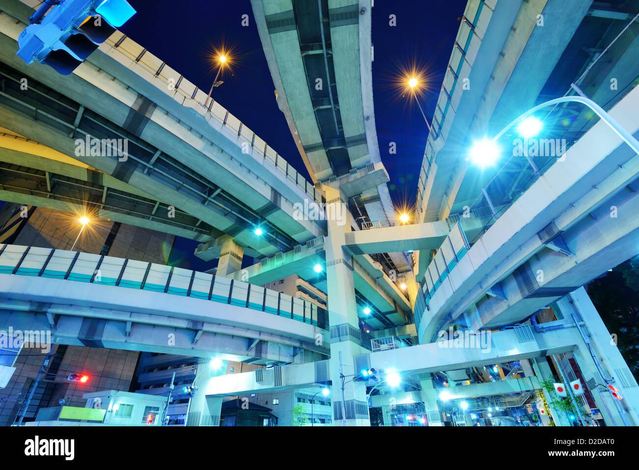Giunzione di diverse autostrade a Tokyo in Giappone. Immagini Stock