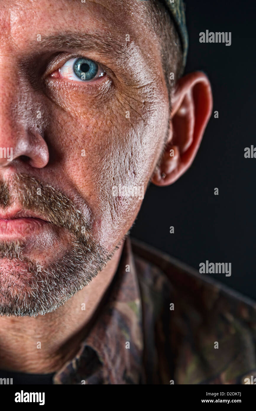 Look grintoso, molto dettagliata close up ritratto di adulto, metà faccia, maschio, 40 anni, caucasiche Immagini Stock