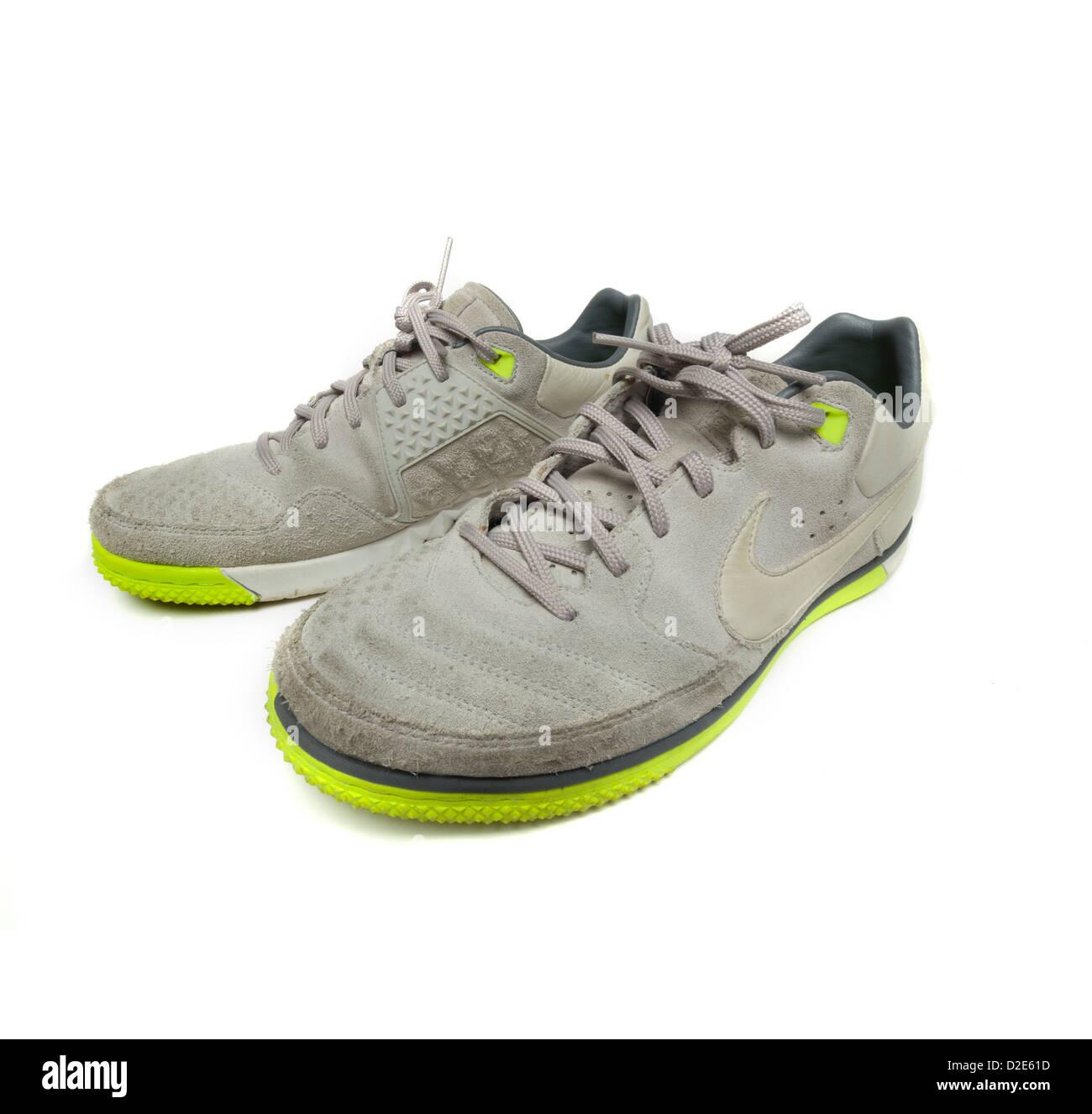 Le Nike Sfondo Sporcare Una Bianco Su Isolati Coppia Di Foto Scarpe gC7twHqW