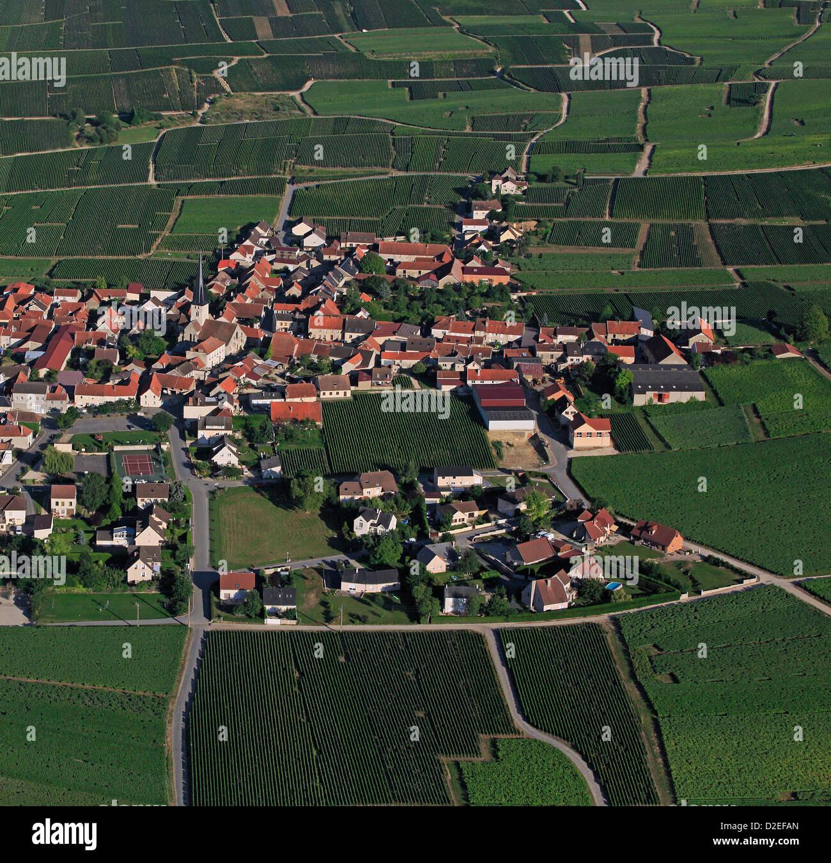 Francia, Marne (51), Chamery villaggio di vigneti champagne, è appoggiata contro il plateau de la Montagne Immagini Stock