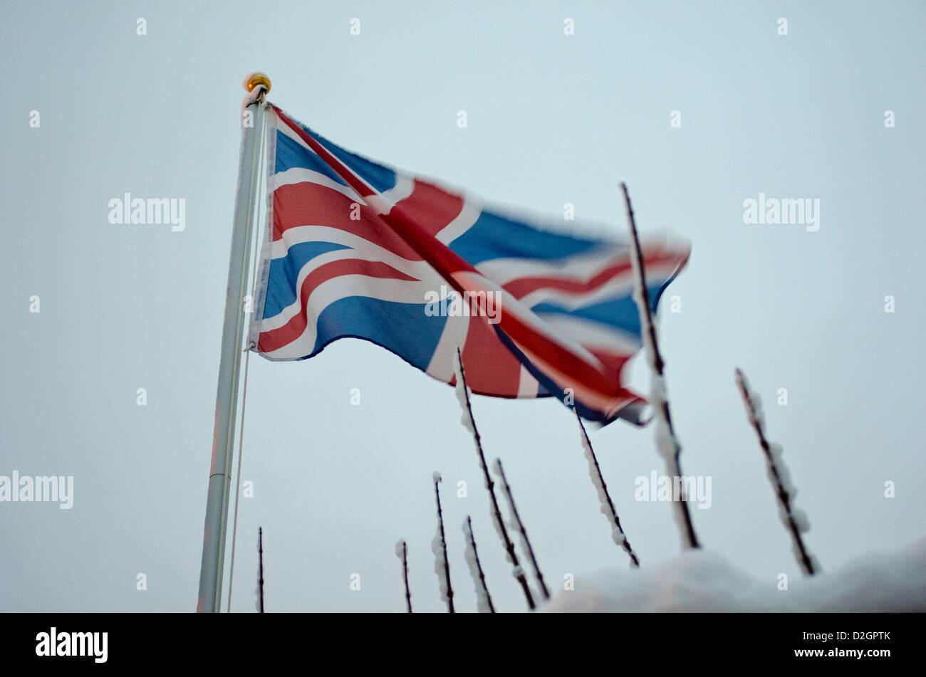 Union Jack flag in presenza di neve Immagini Stock