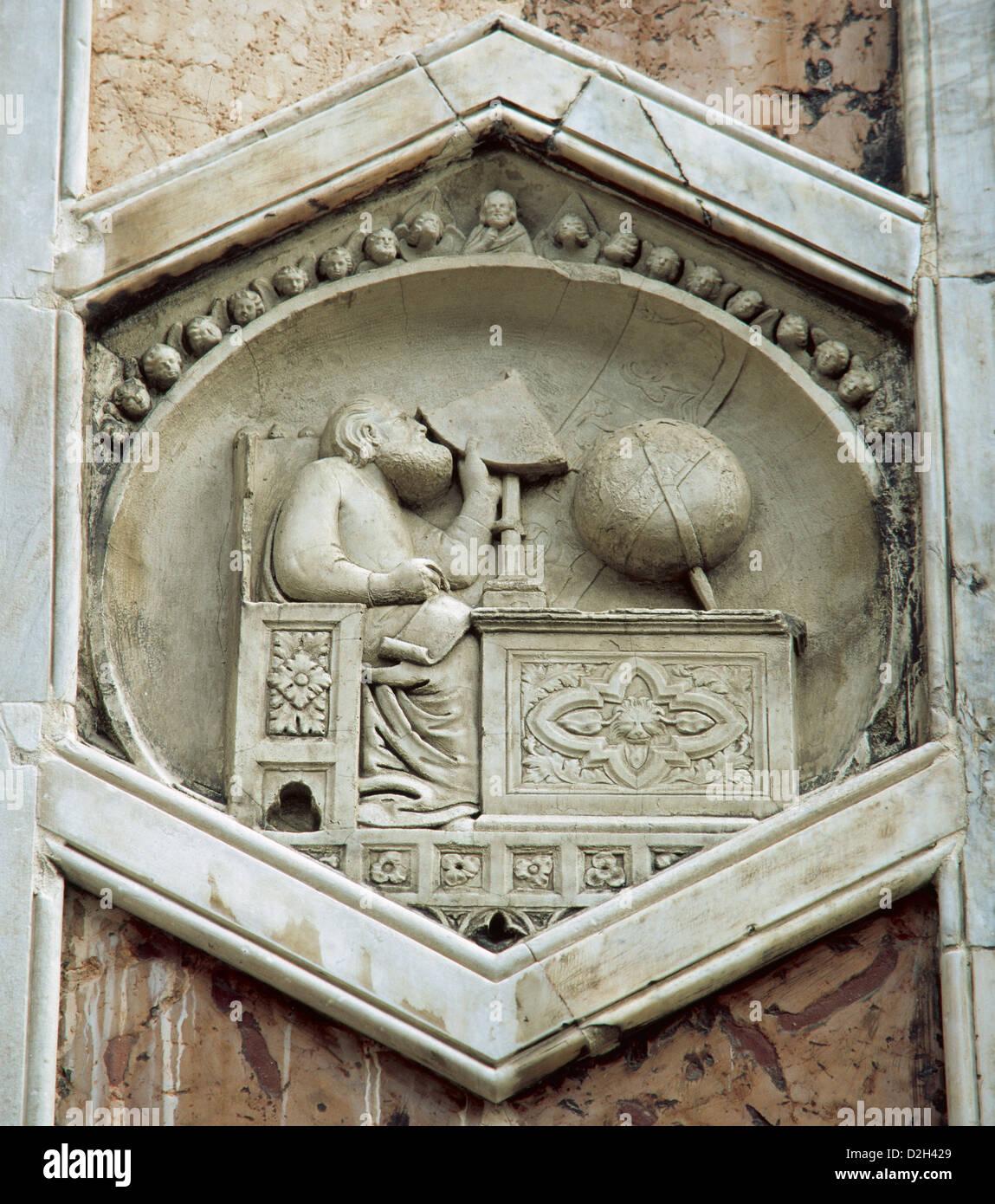 Gionitus. Inventore di astronomia, (1334-1336). Sollievo nei pannelli exagonal del campanile del Duomo di Firenze. Immagini Stock