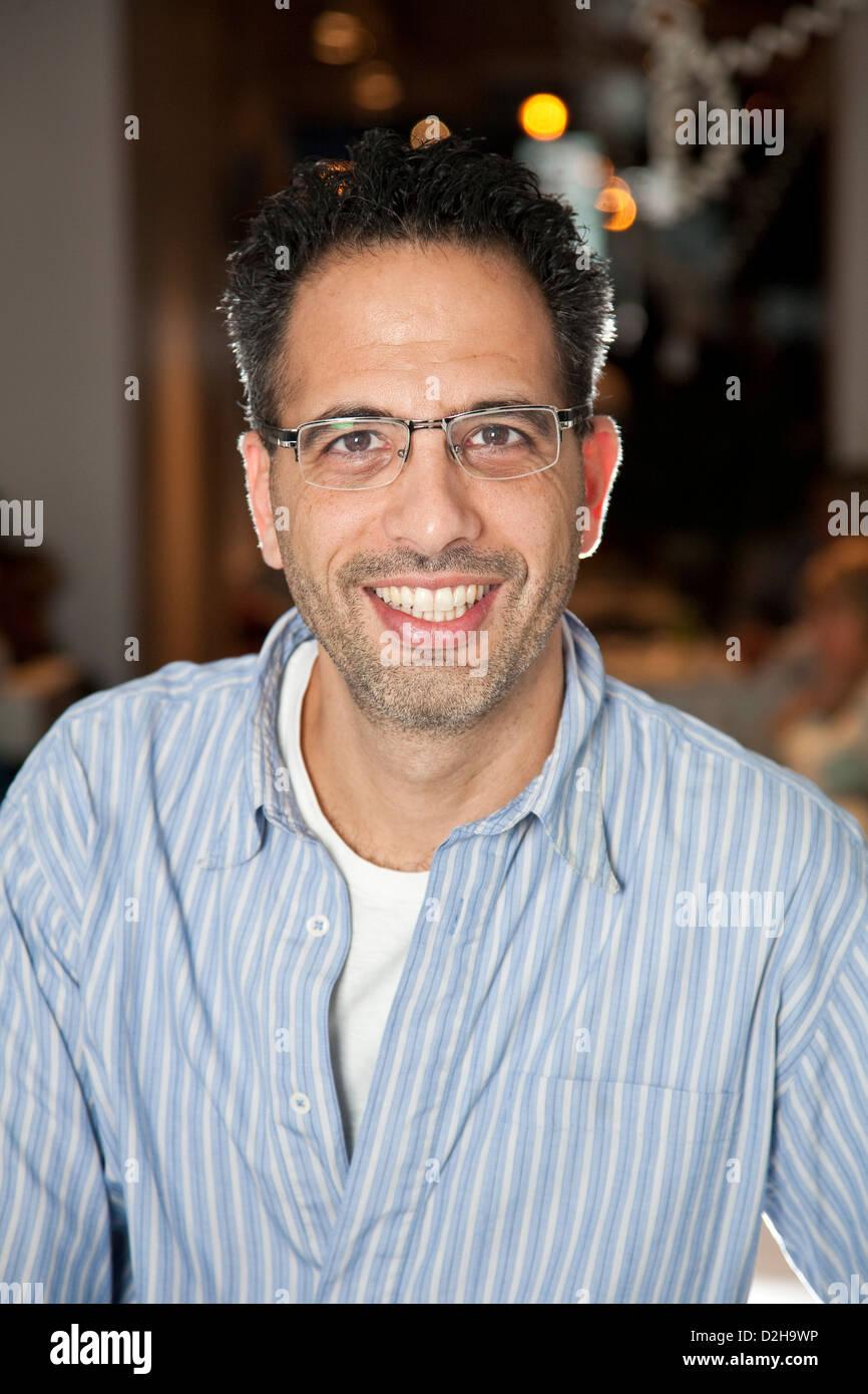 Ottolenghi NOPI e proprietario del ristorante Yotam Ottolenghi, originariamente da Gerusalemme, al Upper Street ristorante nel quartiere di Islington, London, England, Regno Unito Foto Stock
