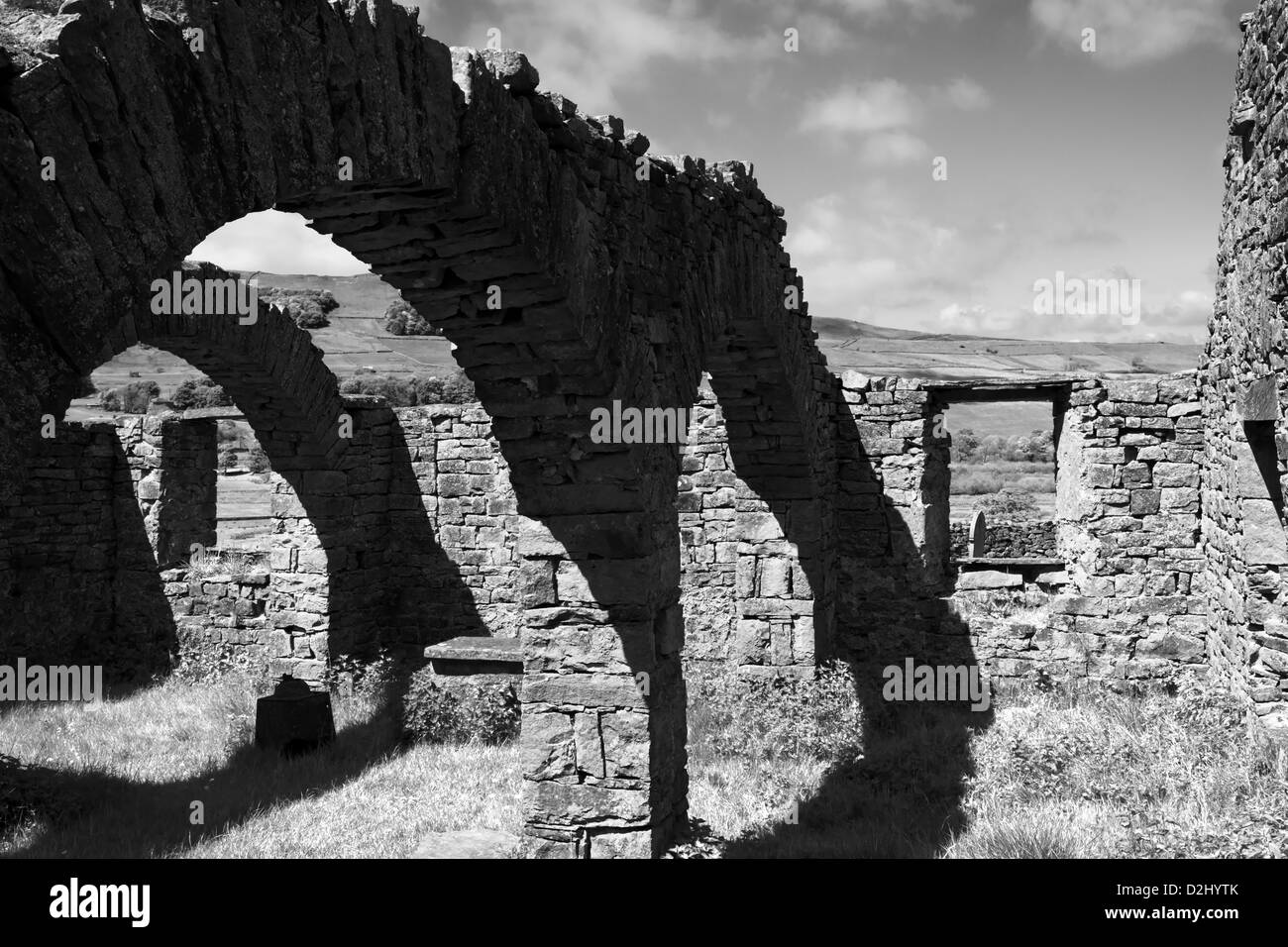 Il robusto rovina di spegnimento Busk vecchia chiesa, Raydale, Yorkshire Dales National Park, Inghilterra Foto Stock
