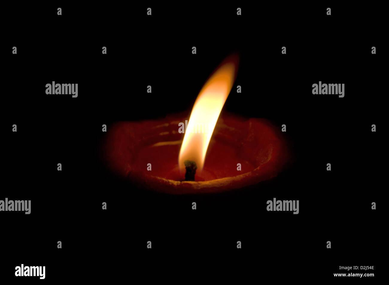 Accesa diya, tradizionali lampade ad olio costituito da argilla, India Immagini Stock