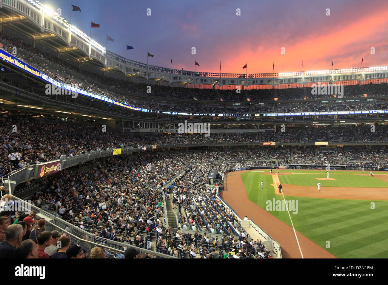 Baseball gioco, lo Yankee Stadium, Bronx, New York City, Stati Uniti d'America, America del Nord Immagini Stock