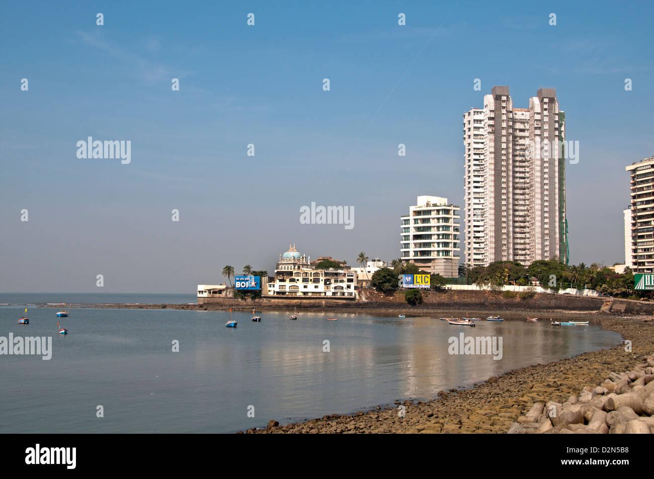 I Sobborghi di Bandra ( Mumbai Bombay ) India Bay architettura moderna di fronte Haji Ali moschea Immagini Stock