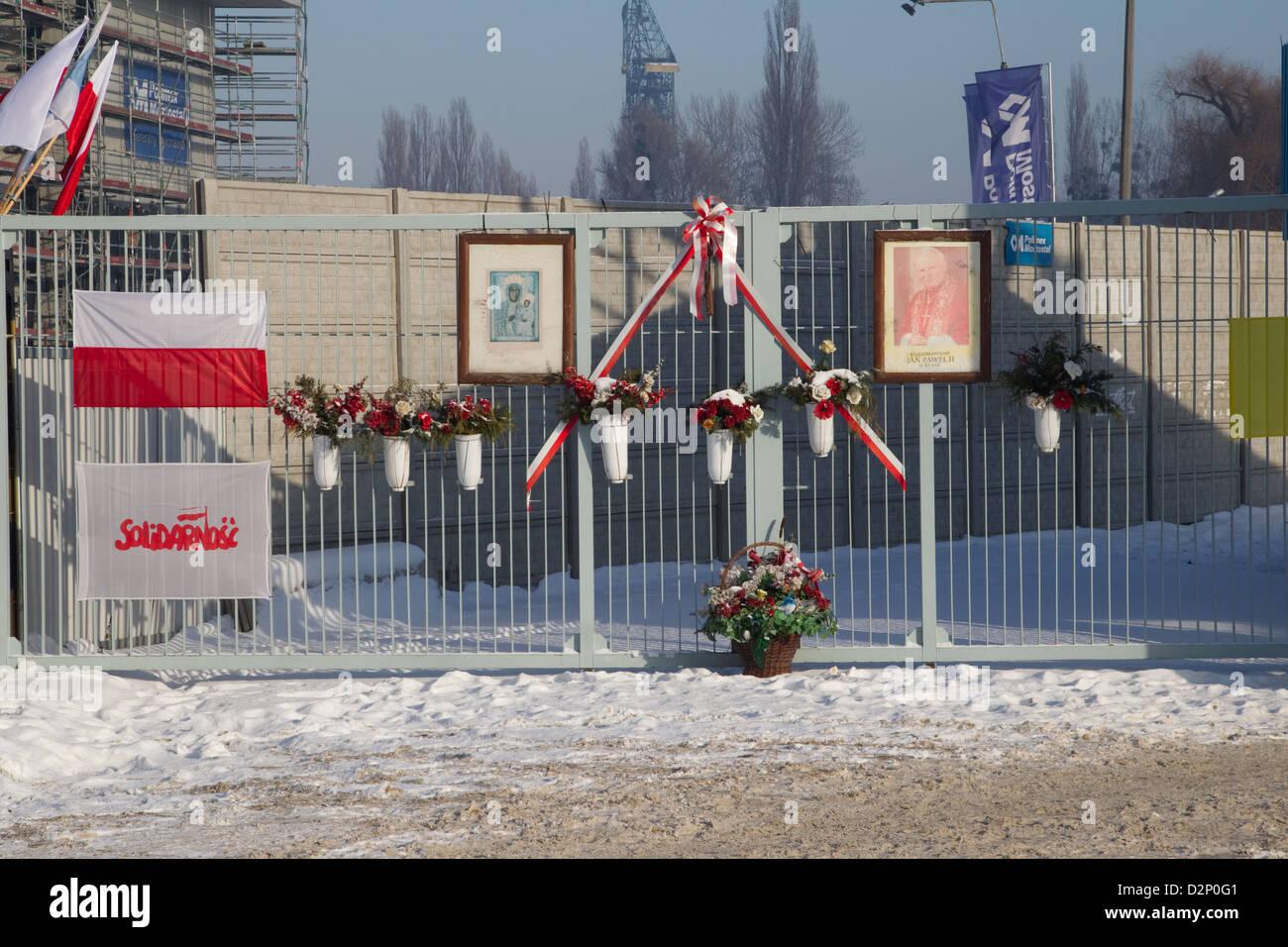 Porte di accesso al Cantiere di Danzica il birrthplace di solidarietà Immagini Stock