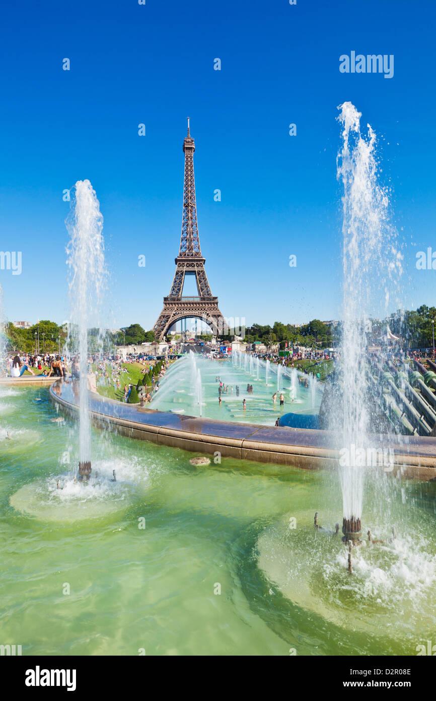 La Torre Eiffel e del Trocadero fontane, Parigi, Francia, Europa Immagini Stock
