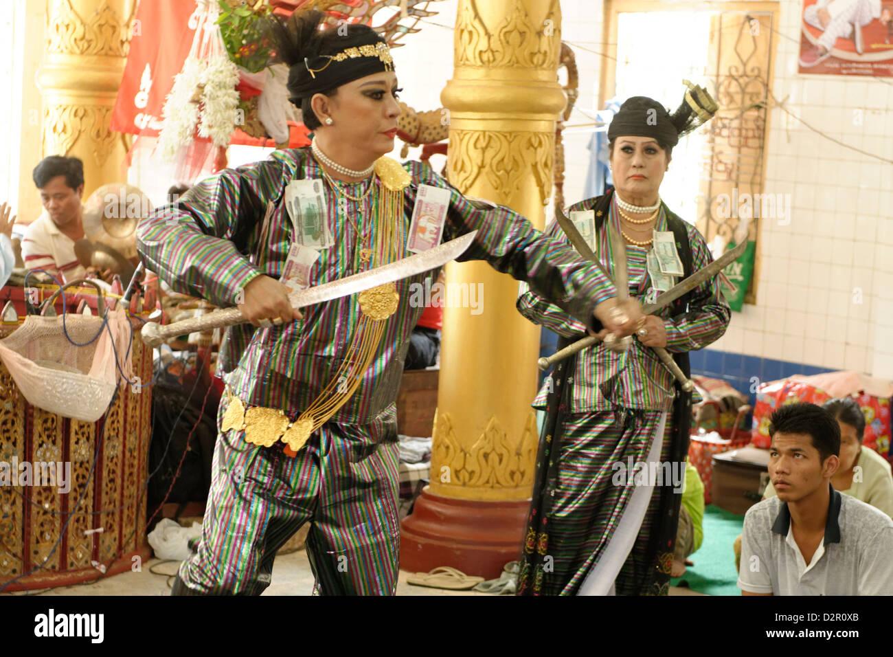 Yangon U Win Hlaing, un famoso nat-kadaw (medie), Festival di Ko Myo Shin, Pyin U Lwin (Maymyo), Divisione Mandalay, Immagini Stock