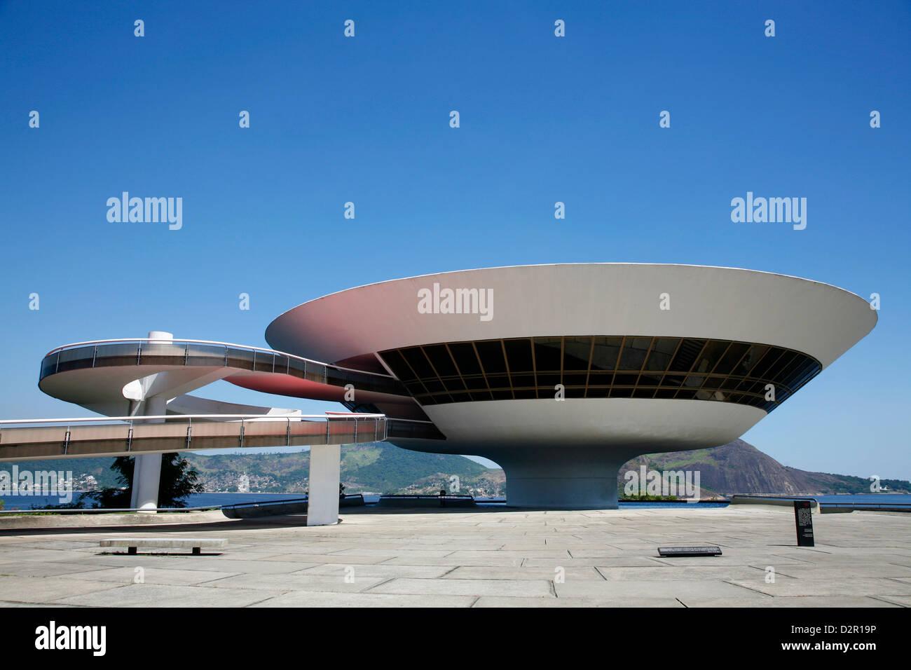 Il Museu do Arte Contemporanea (Museo di Arte Contemporanea), l'architetto Oscar Niemeyer, Niteroi, Rio de Janeiro, Immagini Stock