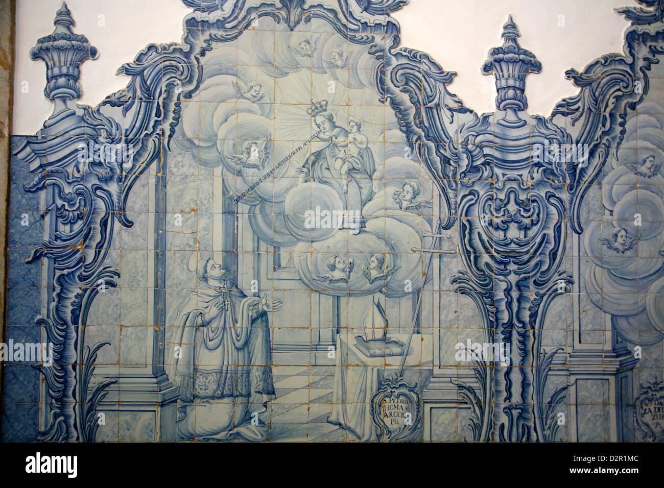 Xviii secolo il portoghese la decorazione di piastrelle a Igreja de Nossa Senhora do Carmo chiesa, Ouro Preto, Minas Immagini Stock